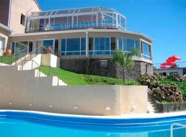 Vista del restaurante desde la piscina